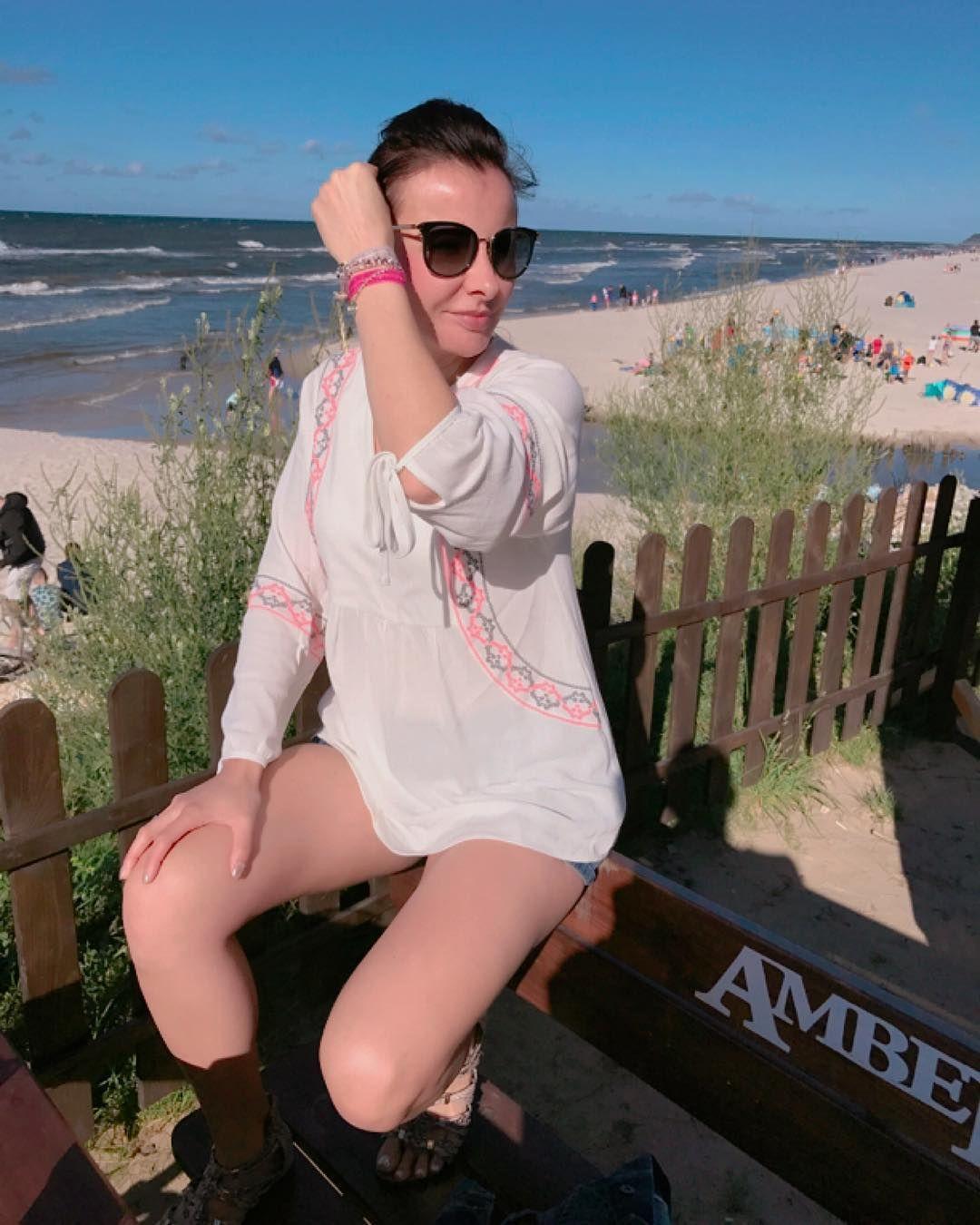 """Polubienia: 68, komentarze: 2 – Anna Dziubek (@annadziubek_bydziubeka) na Instagramie: """"Weekend zimny ale Bałtyk swój urok ma 🌊⚓️🌥 #vacationtime #instasummer #weekend #balticsea #beach…"""""""