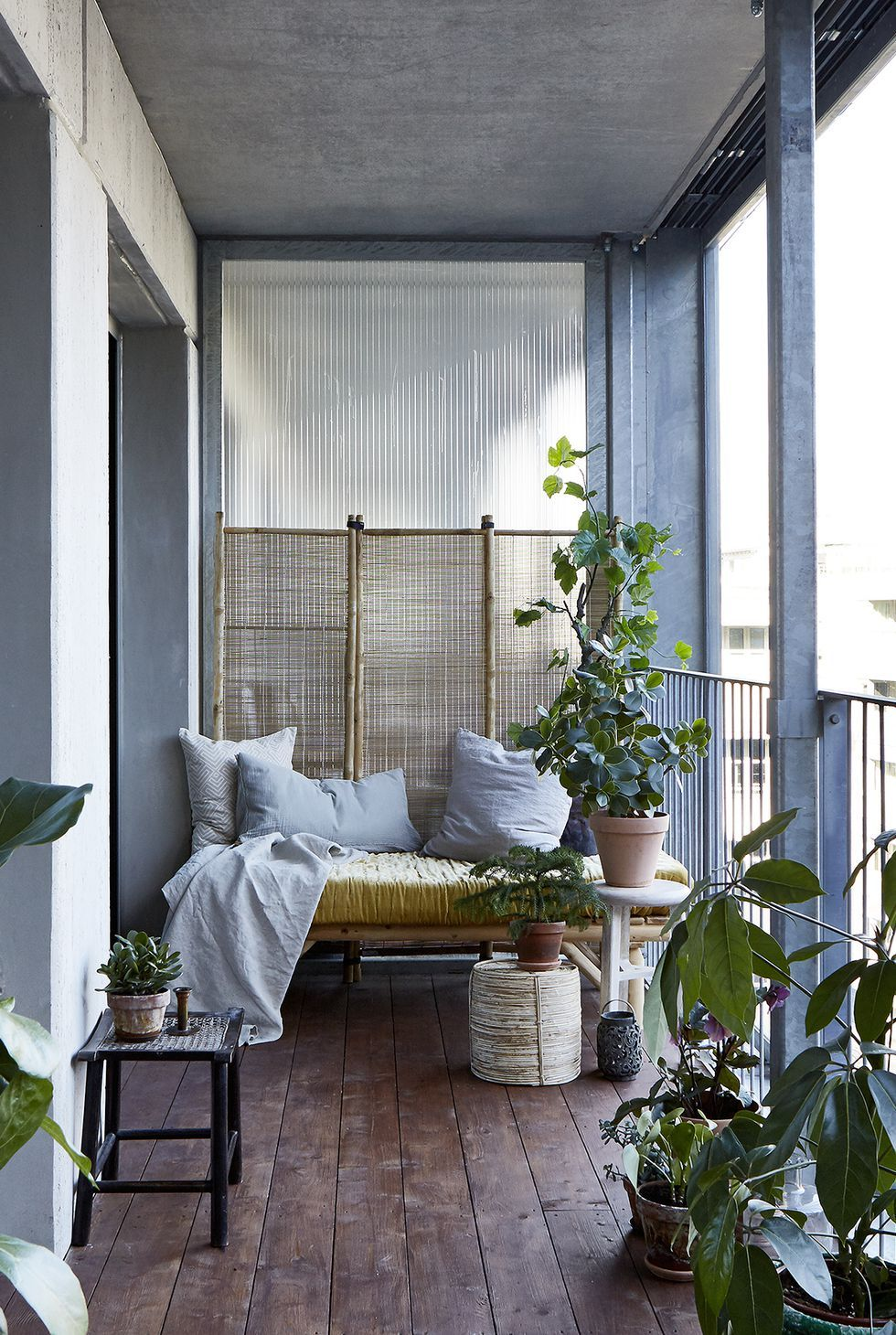 17 Chic Backyard Fence Ideas That Will Keep Your Nosy