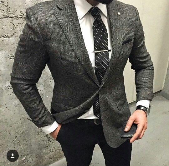 Graues Sakko Weisses Hemd Schwarze Jeans Anzug Mode Herrenkleidung Manner Outfit