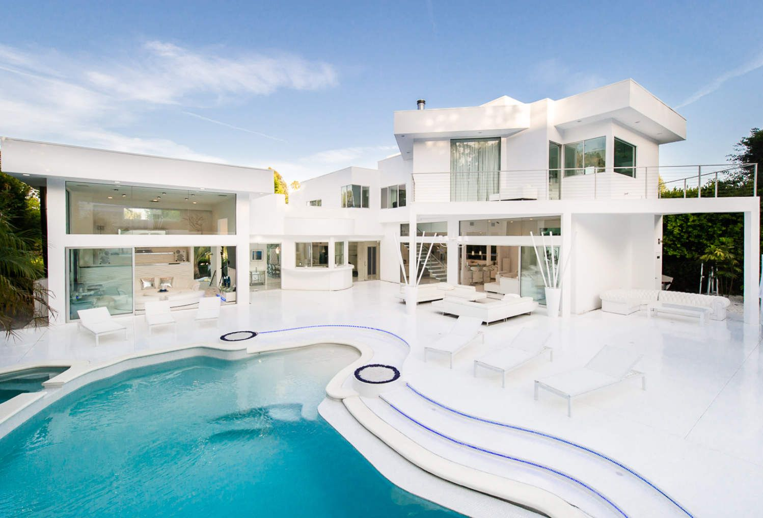 Akons hollywood hills house is for sale all white everything