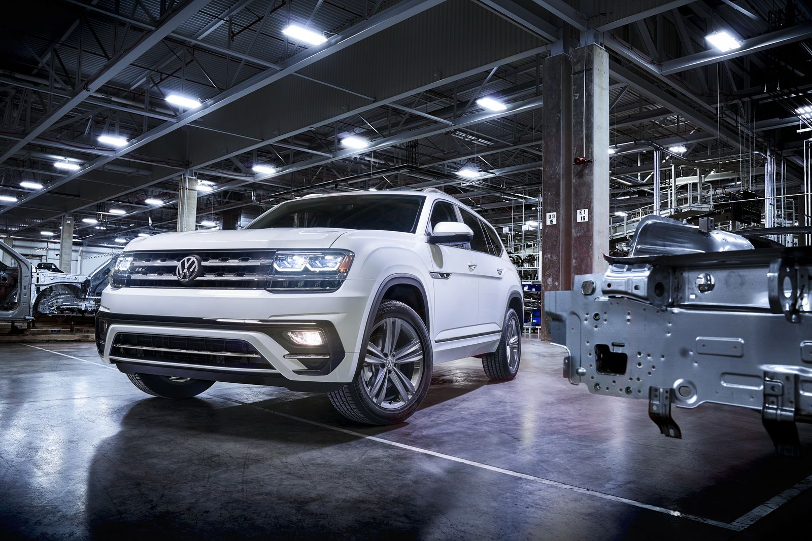 vw adds some spark to 2018 atlas suv with new r line package rh pinterest com