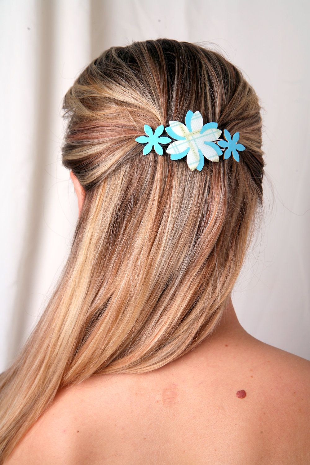 Sky blue hair claw, Sky blue accessory, Flower hair clip, Gift ideas for women, Gift ideas for teens, Blue barrette, Blue clip, Womens gifts - pinned by pin4etsy.com