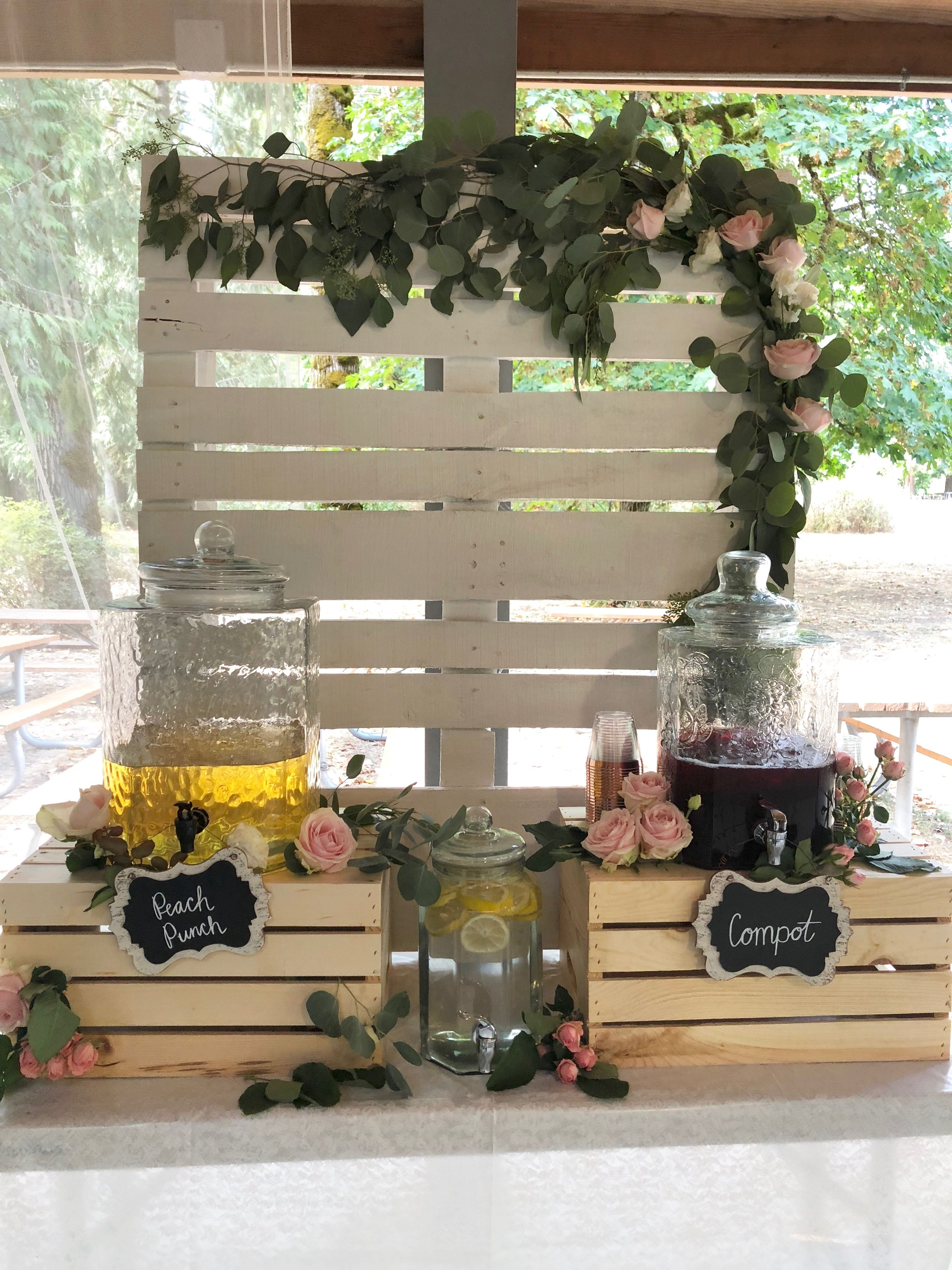 Decorations..pallet decor.. Fresh flowers.. | Pallet ...