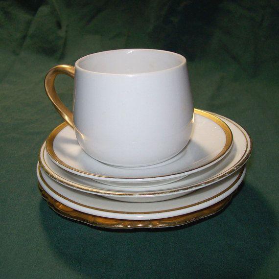 Set of 5 Pieces of Vintage White Porcelain \u0026 24K Gold Cup and & Set of 5 Pieces of Vintage White Porcelain \u0026 24K Gold Cup and ...