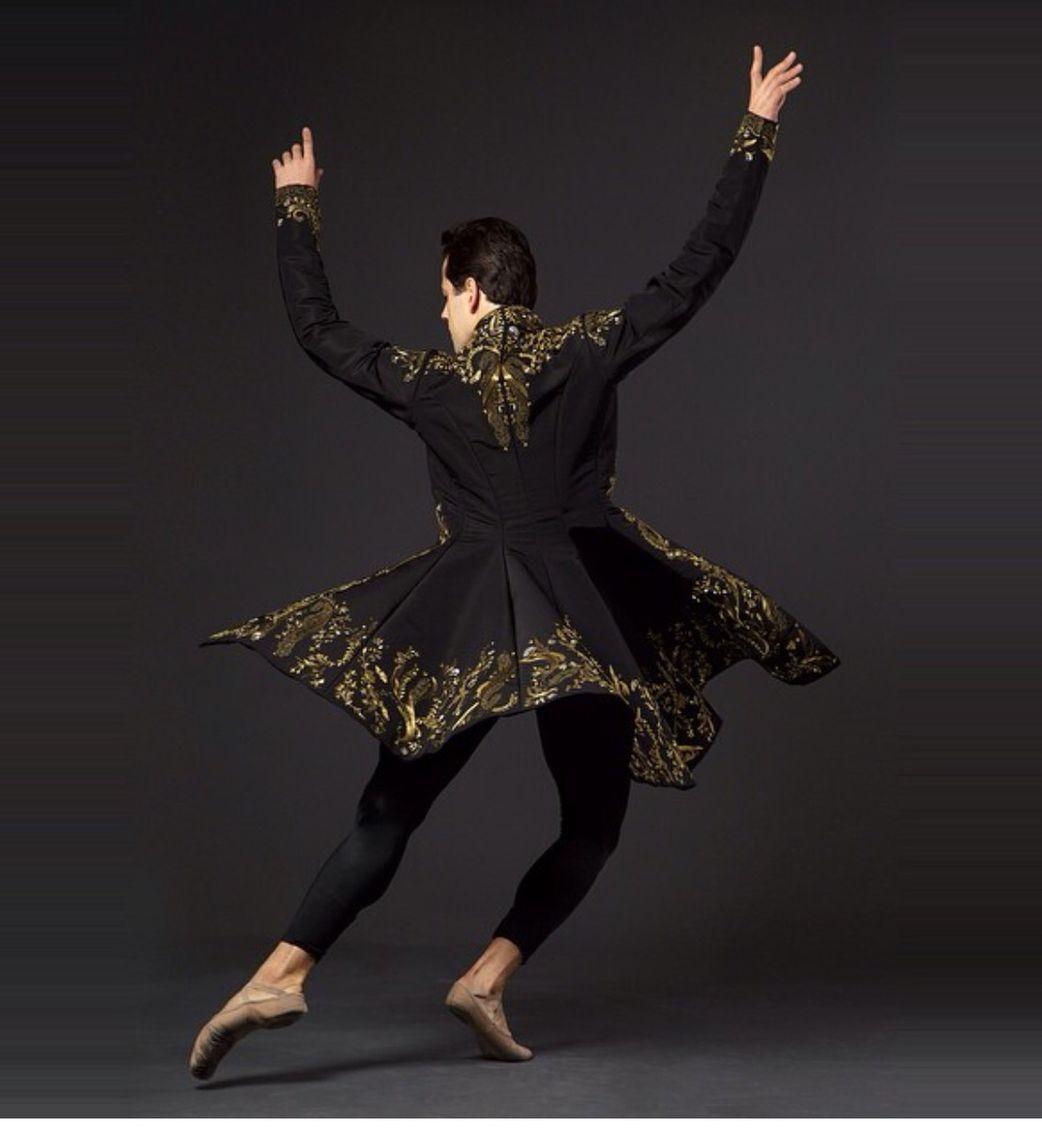 нас танцуя сбрасывает одежду жизни девственницам часто