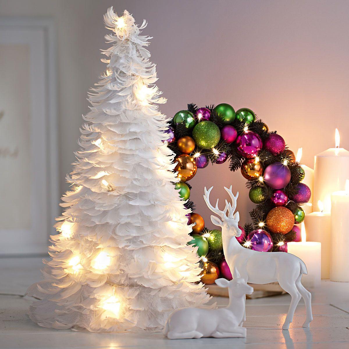 Weihnachtsbaum aus federn basteln