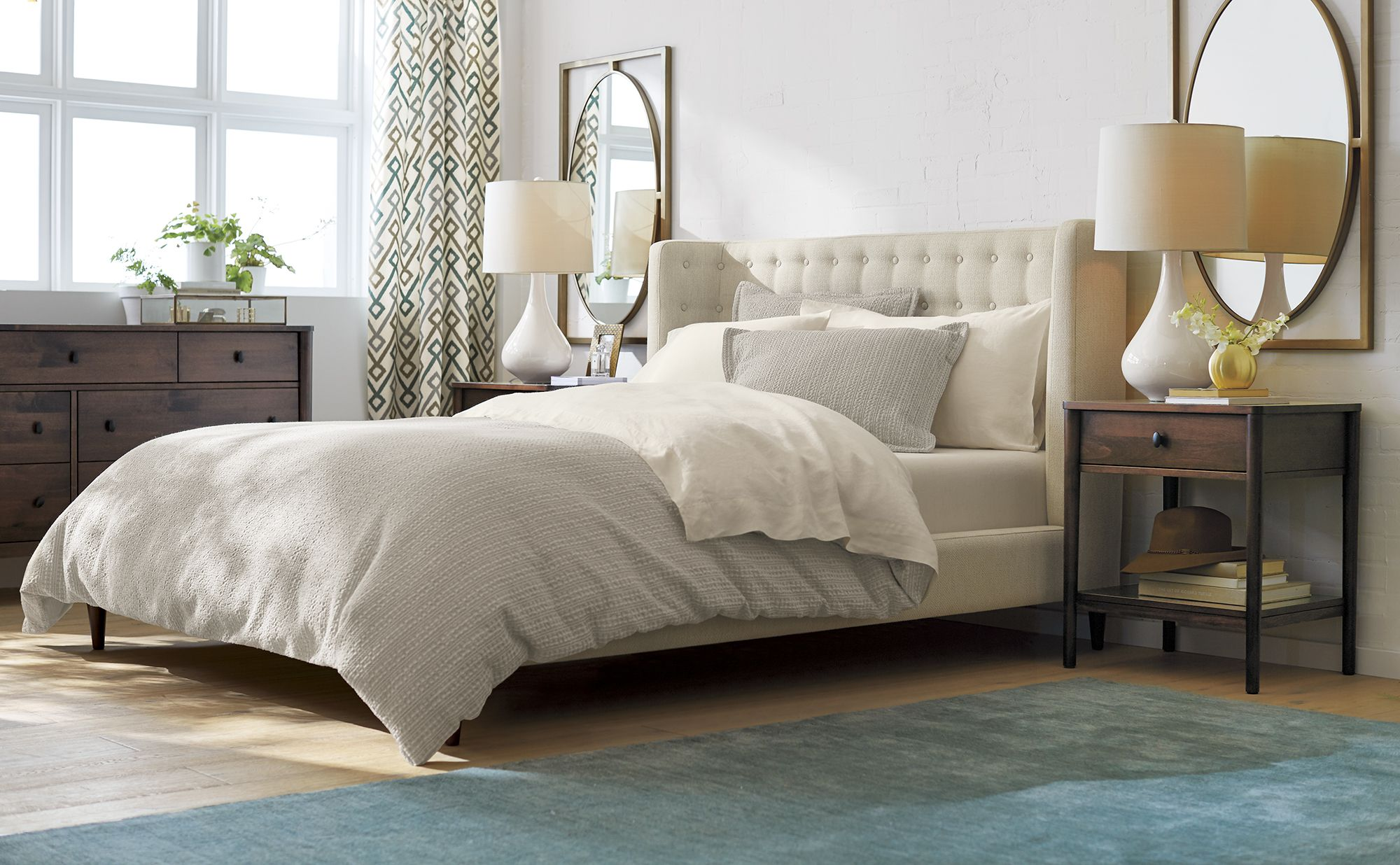 Gia Upholstered Queen Bed Bedrooms Upholstered Full