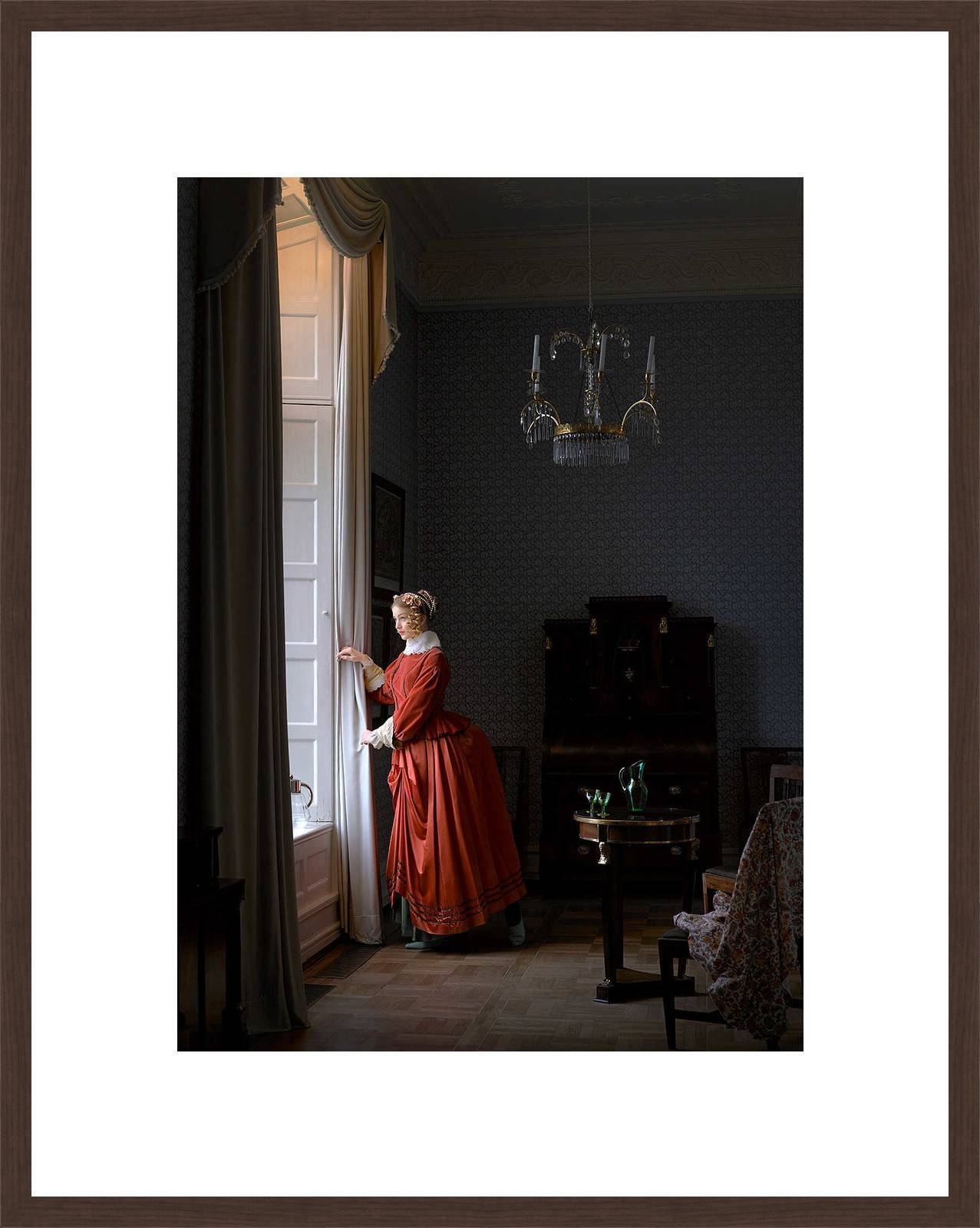 Girl at the window - Mark Seelen - Bilder, Fotografie, Foto Kunst online bei LUMAS