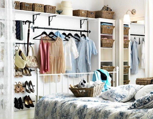 Coup De Coeur Ranger Ses Vetements Sans Armoire Closet Small Bedroom Small Bedroom Storage No Closet Solutions