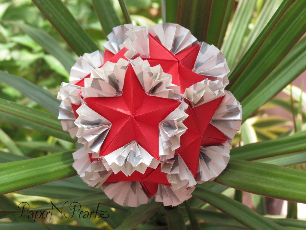 Yet another of #Tomoko #Fuse's amazing creations! The #modular #butterfly #kusudama, made from 30 modules  #origami #TomokoFuse #origamipaper #paperart #paperfolding #papernpearlz #origamiindia #DIY #japanese