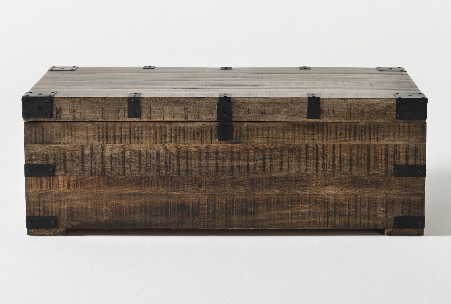 Wally Lift Top Trunk Coffee Table In 2020 Coffee Table Trunk Coffee Table Wood Coffee Table [ 1288 x 1911 Pixel ]