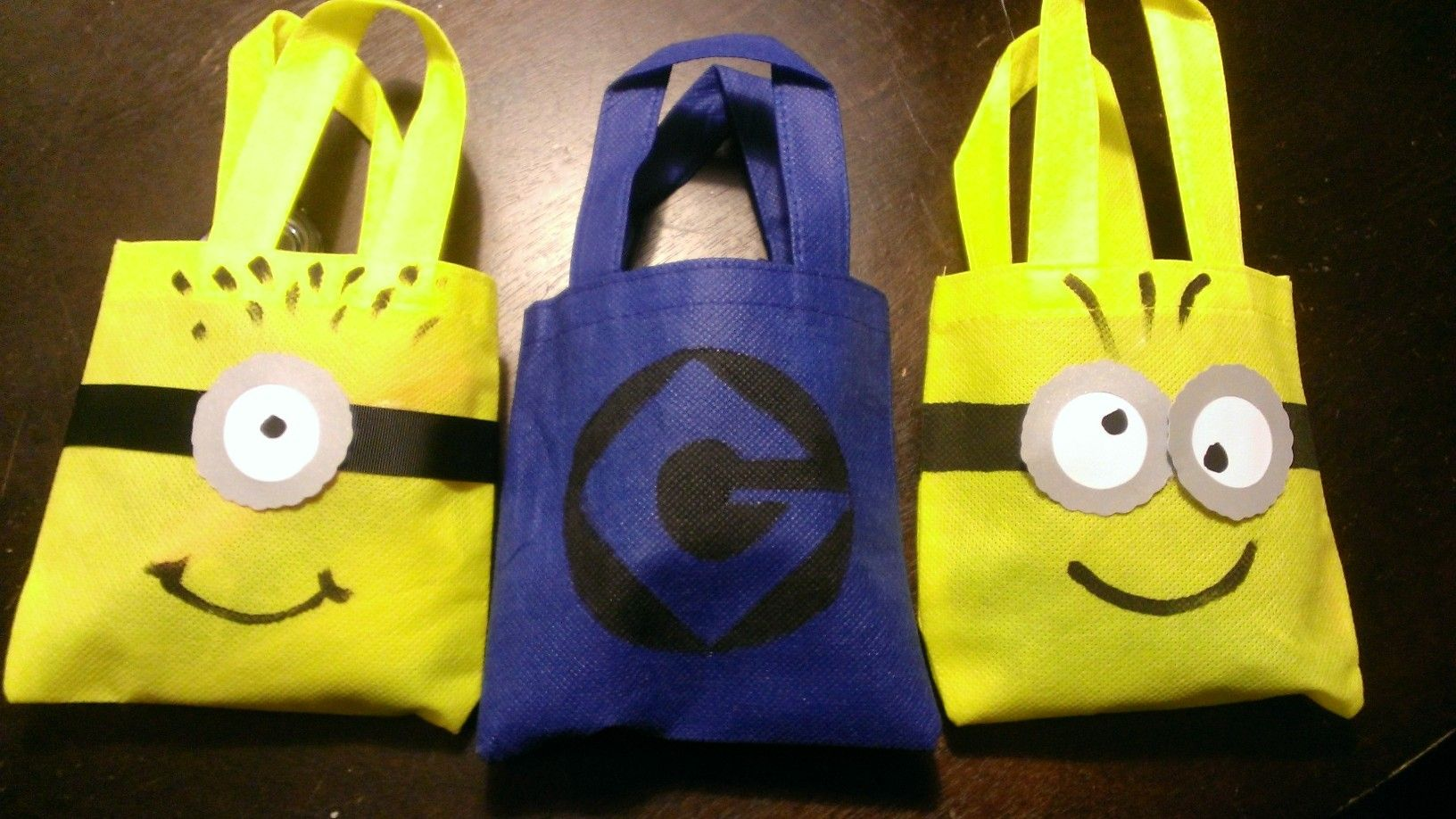 despicable me minion party favor bags made some look. Black Bedroom Furniture Sets. Home Design Ideas