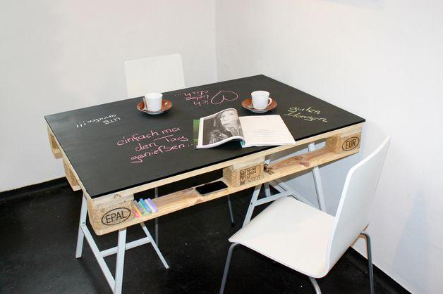 esstische esstisch aus europalette mit kreidetafel ein designerst ck von einfachma bei. Black Bedroom Furniture Sets. Home Design Ideas