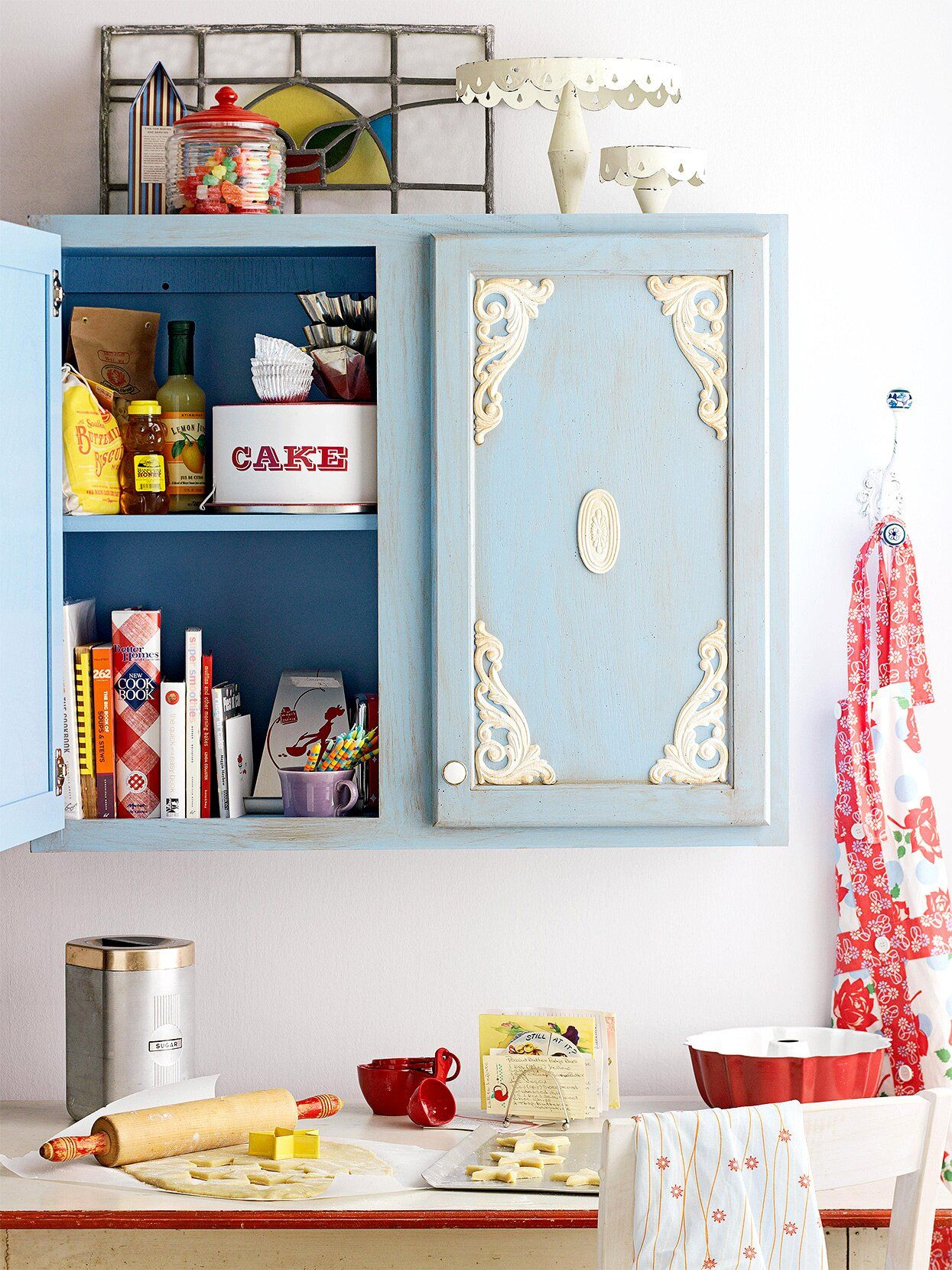 26 Diy Ways To Update Your Kitchen Cabinets Without Replacing Them In 2020 Shabby Chic Kitchen Cabinets Diy Kitchen Cabinets Shabby Chic Kitchen