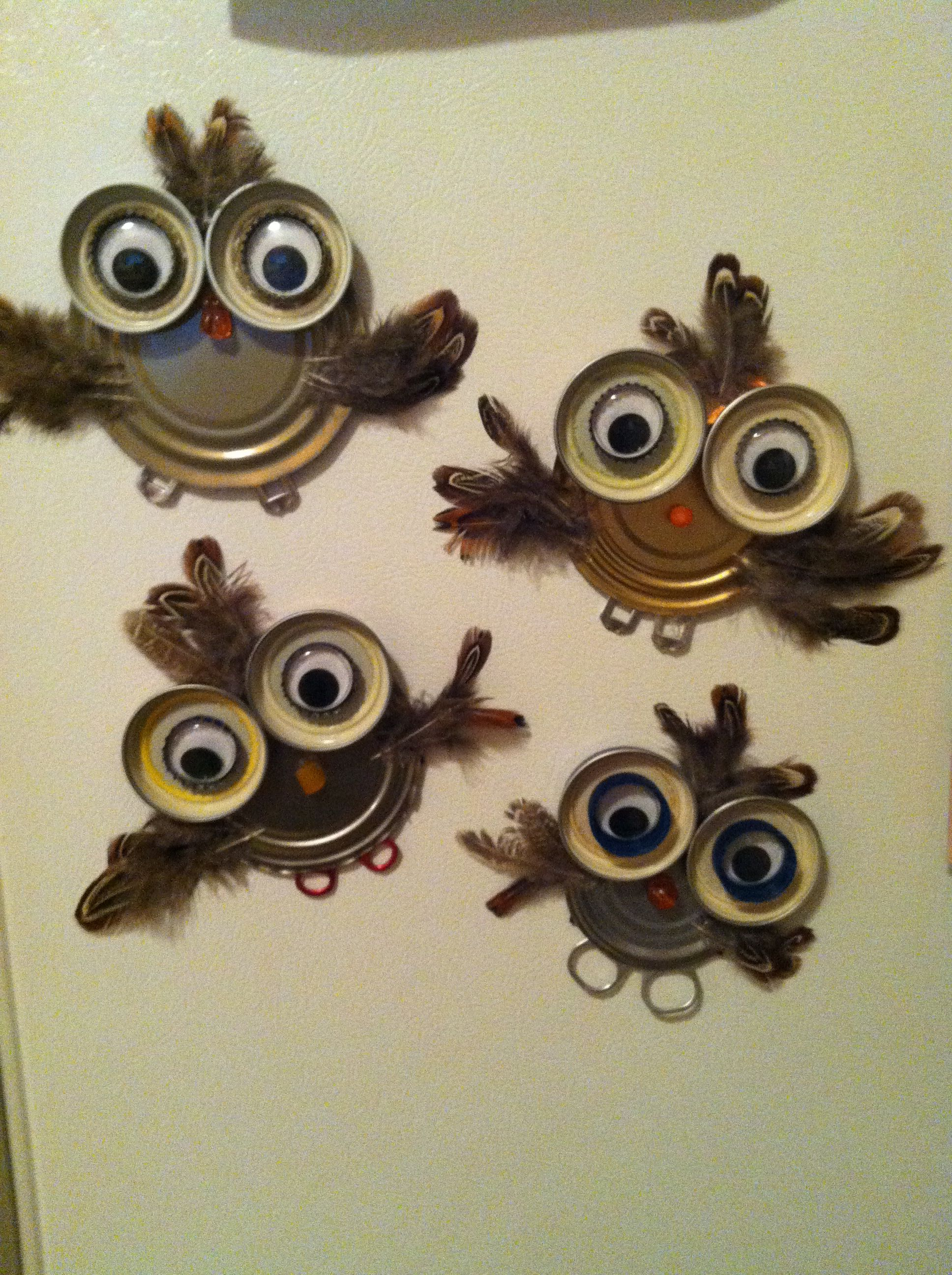 Photo of DIY owl magnets– Can and jar lids, bottle caps, buttons, googley eyes, feathers…