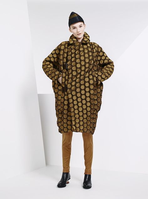 Issey Miyake Ready To Wear Pre Fall 2015 Paris