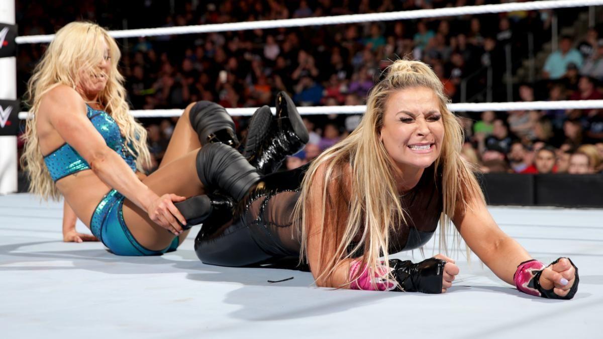 WWE Extreme Rules 2016: WWE Women's Champion Charlotte vs. Natalya -  Submission Match