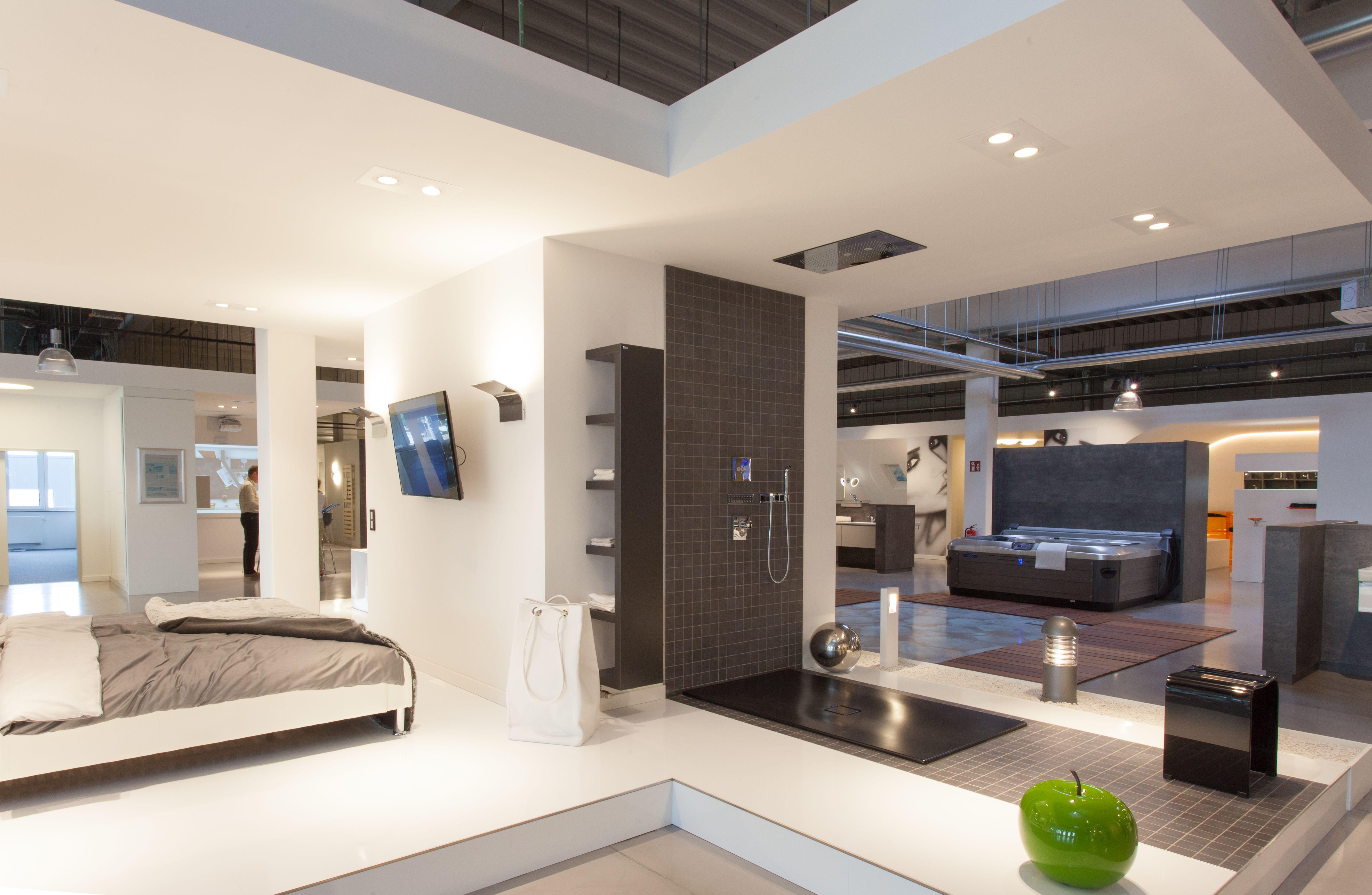 Baden in hannover bad ausstellung von wiedemann for Badezimmer design hannover