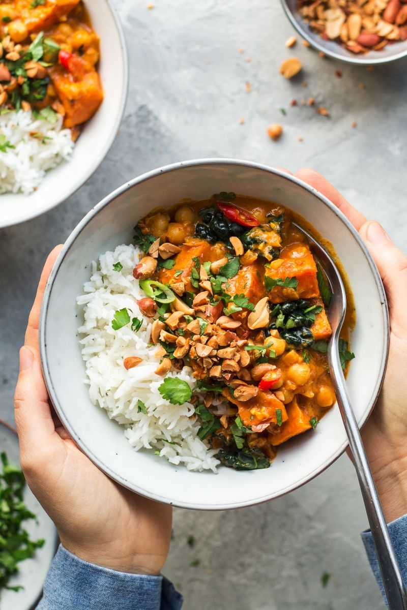 Vegan peanut curry with sweet potato - Lazy Cat Ki