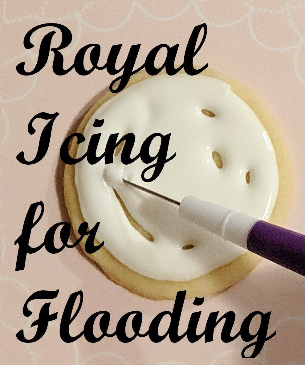 Easy royal icing recipe and tutorial. Step by step directions and photos show you how to decorate like the pros! #royalicingrecipe