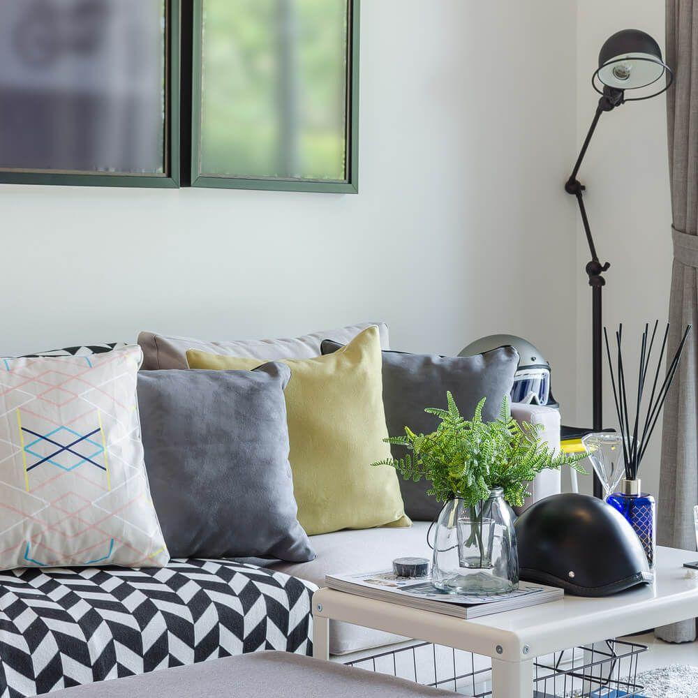 Arranging Throw Pillows On Sofa: 35 Sofa Throw Pillow Examples (Sofa Décor Guide)
