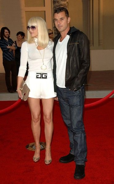 Gwen Stefani Photos Photos - Gwen Stefani and Gavin Rossdale arrives at the 2006 American Music Awards held at the Shrine Auditorium on November 21, 2006 in Los Angeles, California. - 2006 American Music Awards - Arrivals
