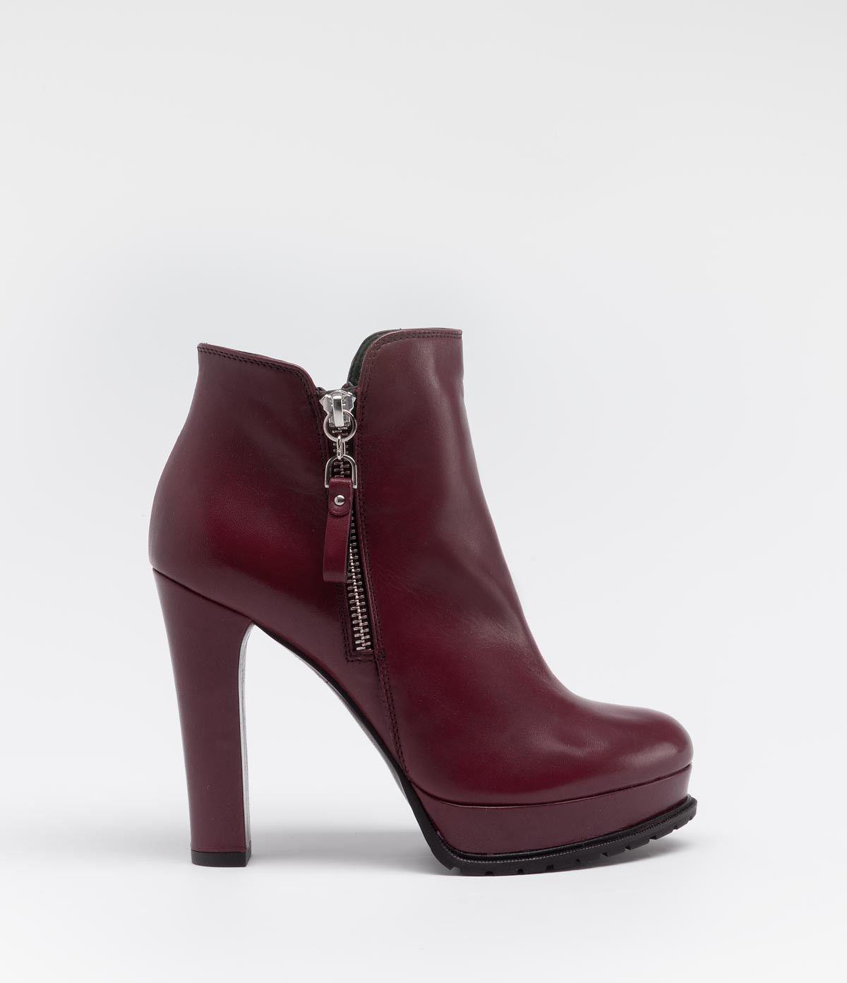 5be716dc77f7c3 Elegante Stiefelette mit Plateau und Profilsohle  poilei  shoes  bordeaux   boots   fashion
