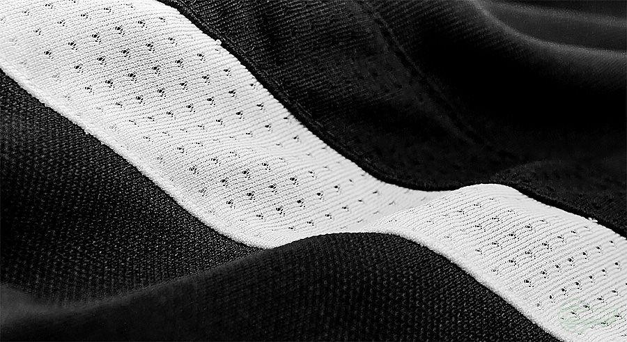 Adidas er tilbake med oppfølgeren til den populære og flotte Adidas Condivo Treningsbukse. Den siste modellen er – i likhet med den forrige - elegant, behagelig og kan fås i flere farger og størrelser. Hva synes du om den nye Adidas Condivo 14 treningsbuksen? Og har du hatt et par Adidas Condivo treningsbukser selv?