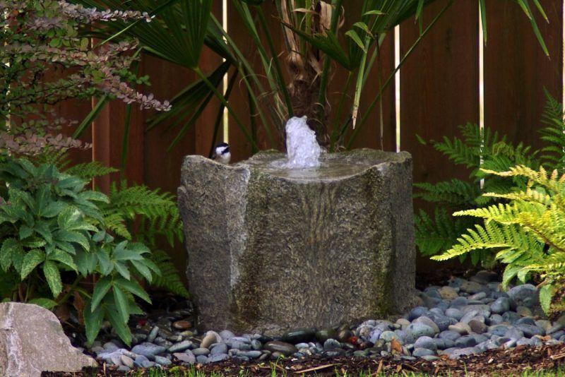 Stein Gartenbrunnen 17 Ideen für echten Gartenhingucker