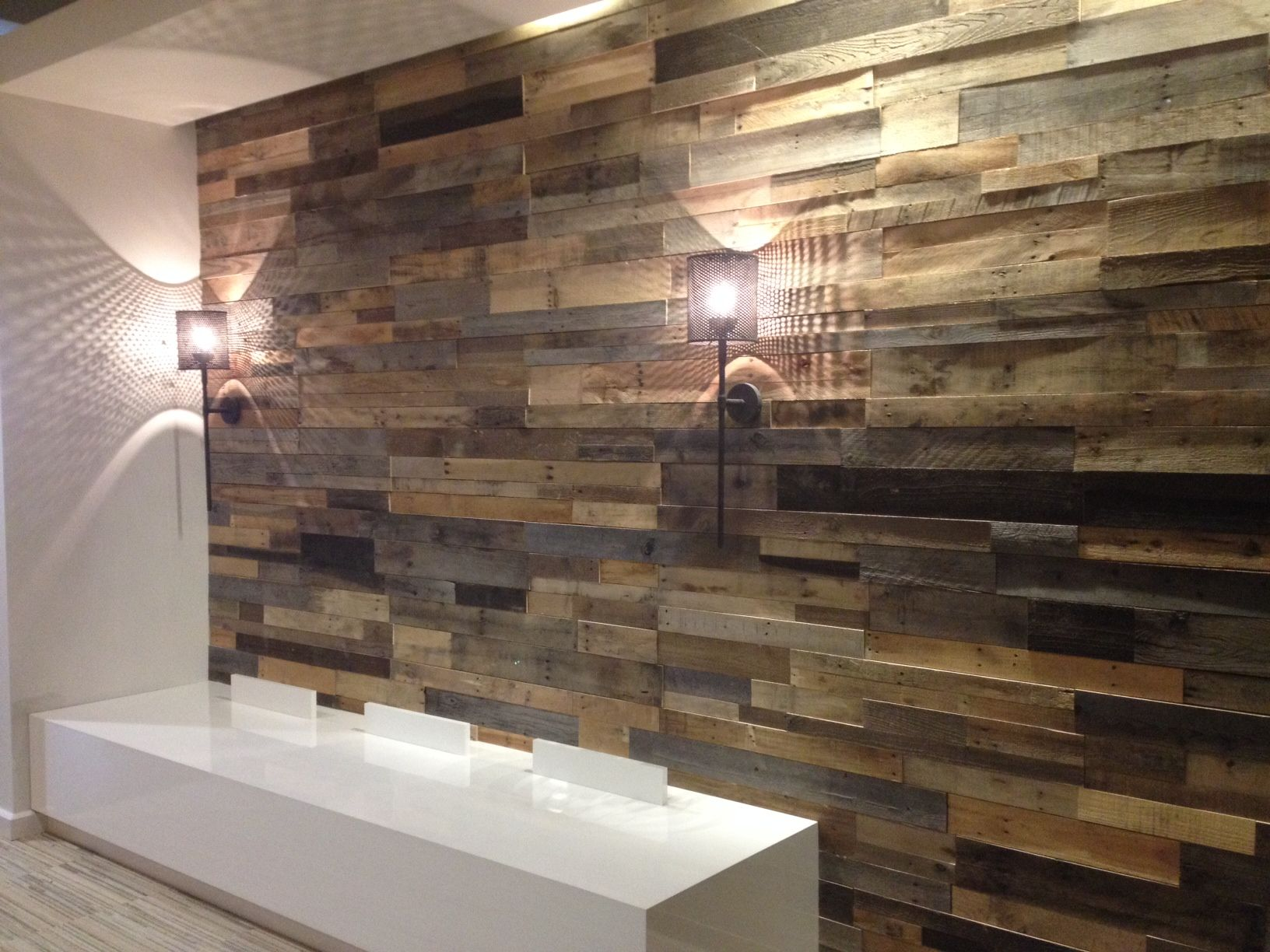 Reclaimed wood wall living room - Pallet Accent Wall
