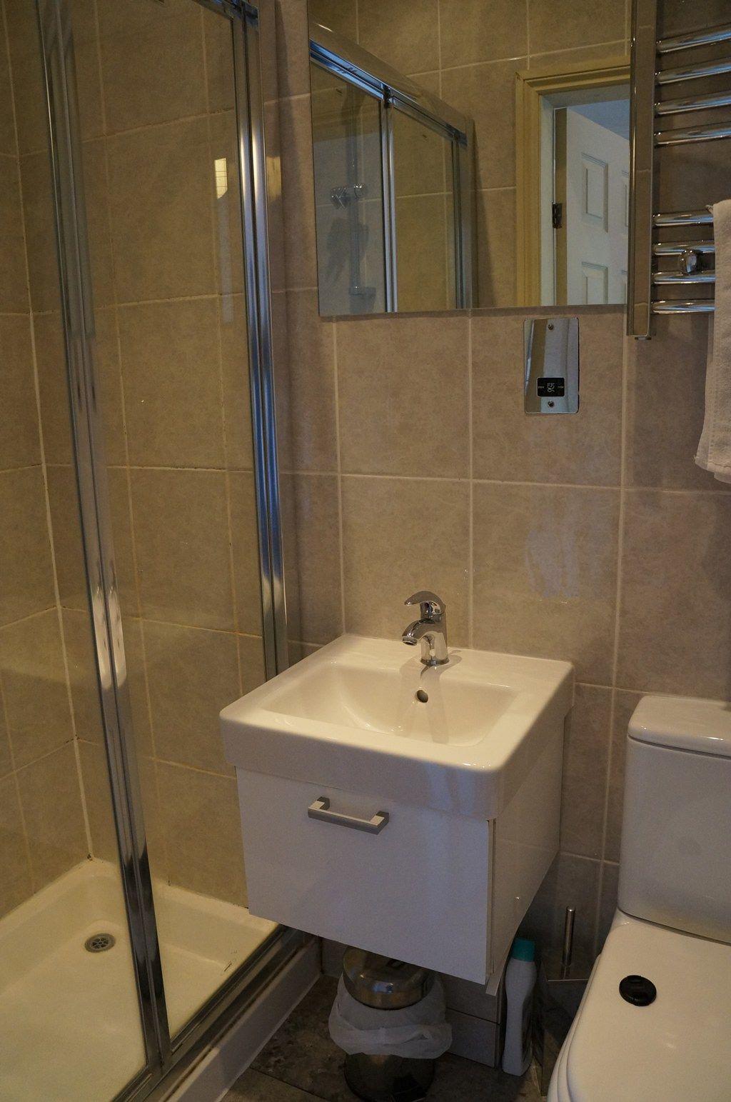 Small Ensuite Bathroom Design Ideas Renovations Photos Medium Contemporary Ensuite Bathroom Designs