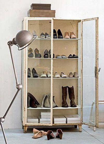 16 Idees Plan B Pour Un Dressing Avec Petit Budget Et Petit Espace Jielde Casa Deco Decoration Vitrine