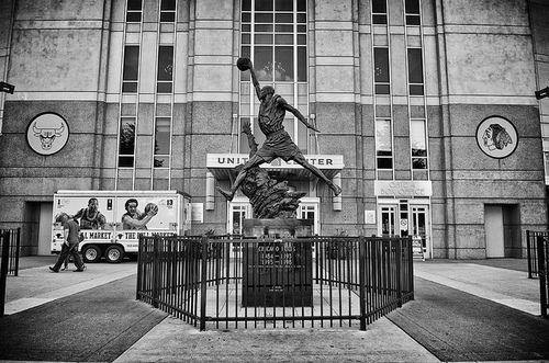 united center michael jordan statue michael jordan screensaver