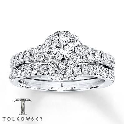 This Tolkowsky Ideal Cut Diamond bridal set offers dazzling style