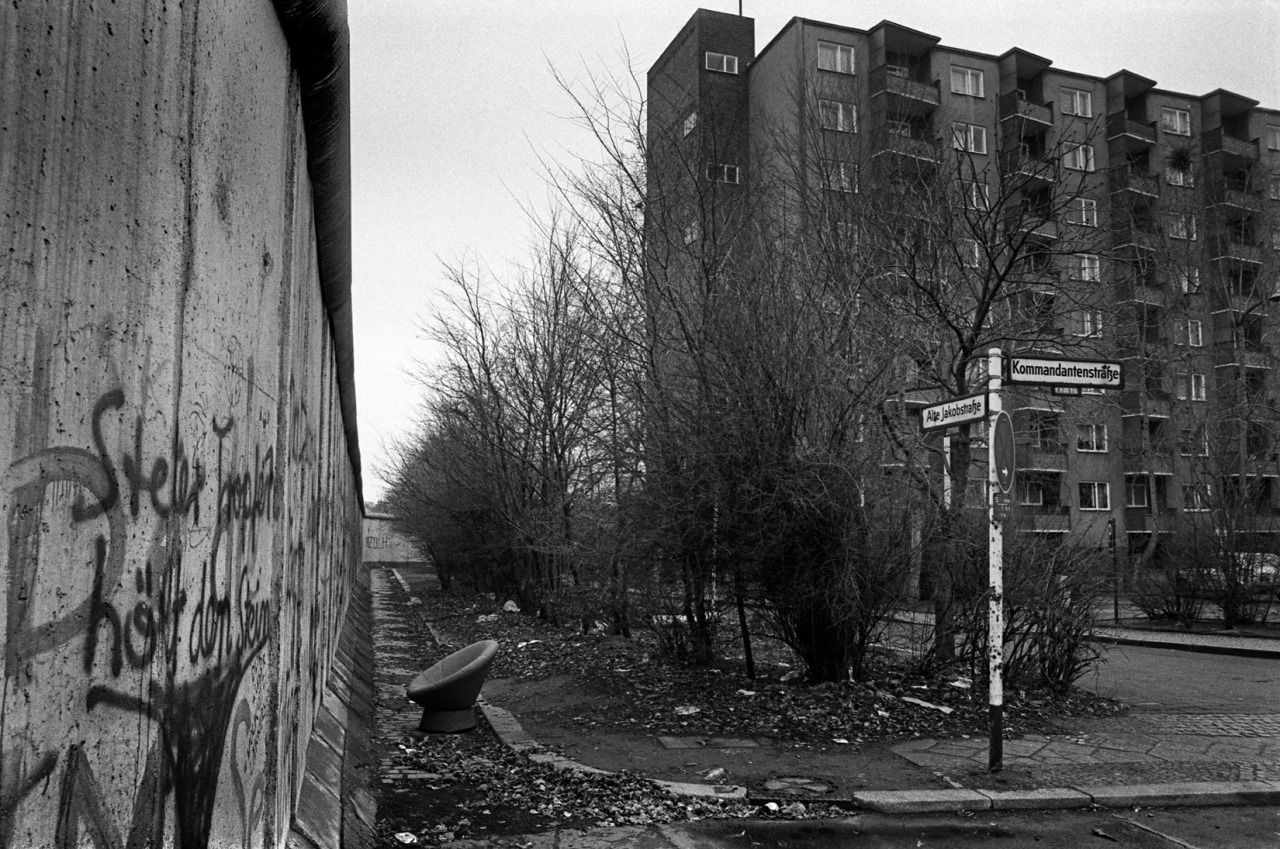 Alte Jakobstrasse And Kommandantenstrasse 1985 Note The Amusing 60s Tub Bucket Chair Dumped By The Wall Berlin Wall West Berlin East Berlin