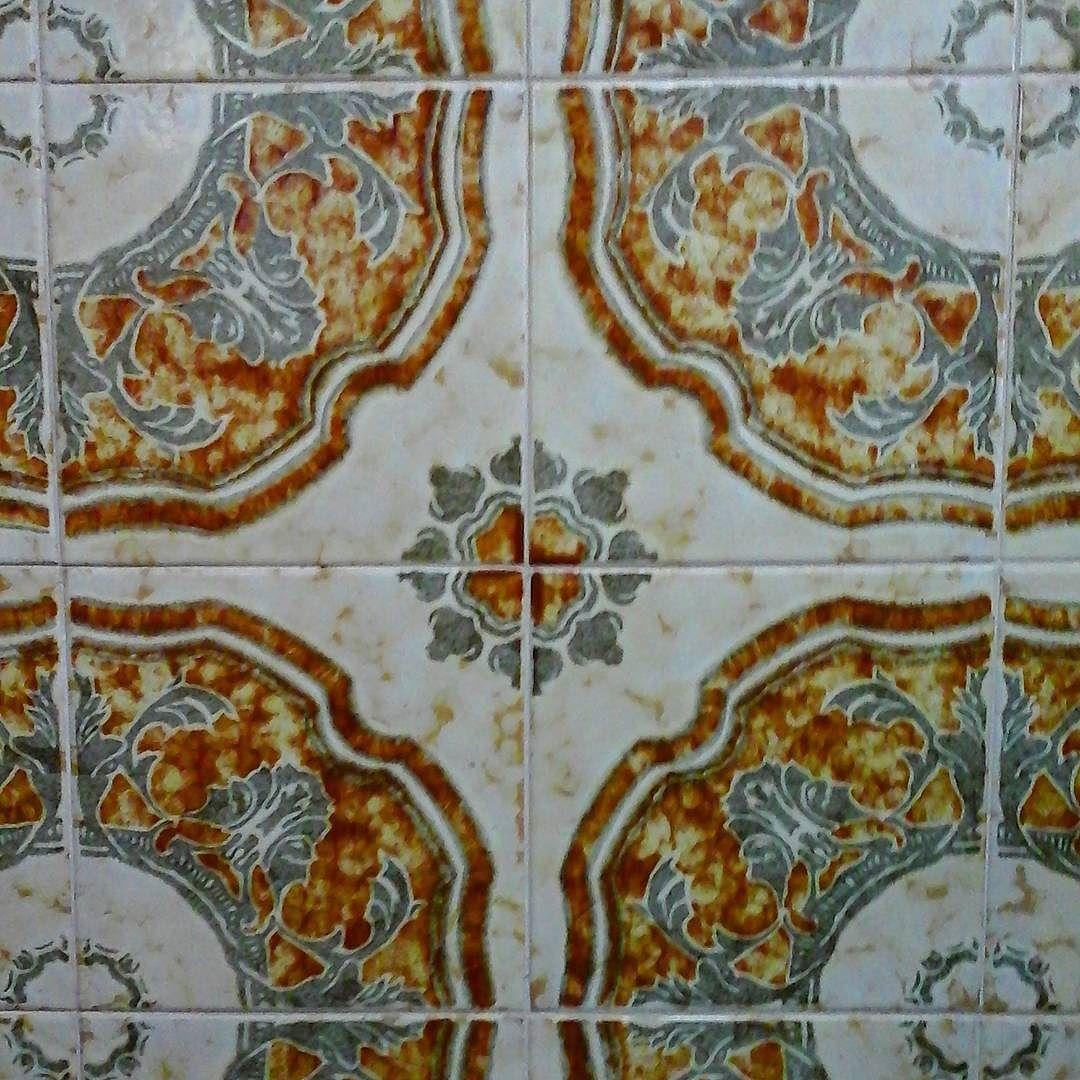 2do #padrao de #azulejos de #ceramica em uma #parede de #residencia  #angulo 2. 2nd #tile #pattern on a #residence 's #wall #angle 2 #tiles #designs #pesquisa #research  #ceramics by cemaimmb