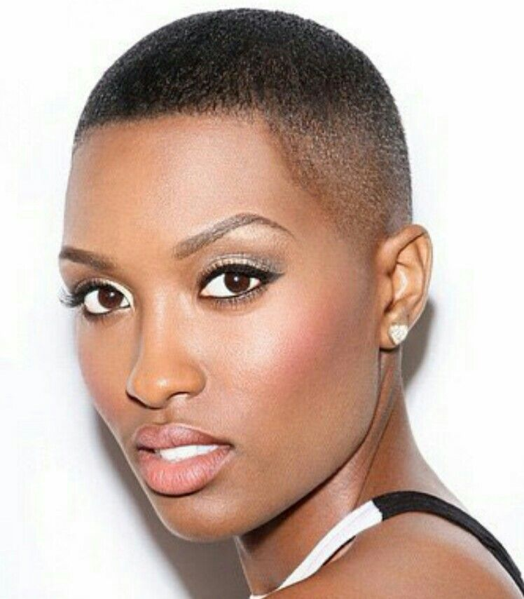Minimalist make up Natural hair styles, Short hair