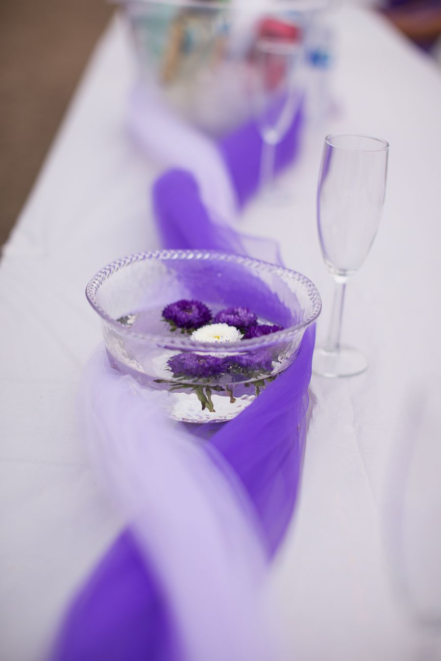 floating flowers as center pieces purple and lilac tulle table rh pinterest com