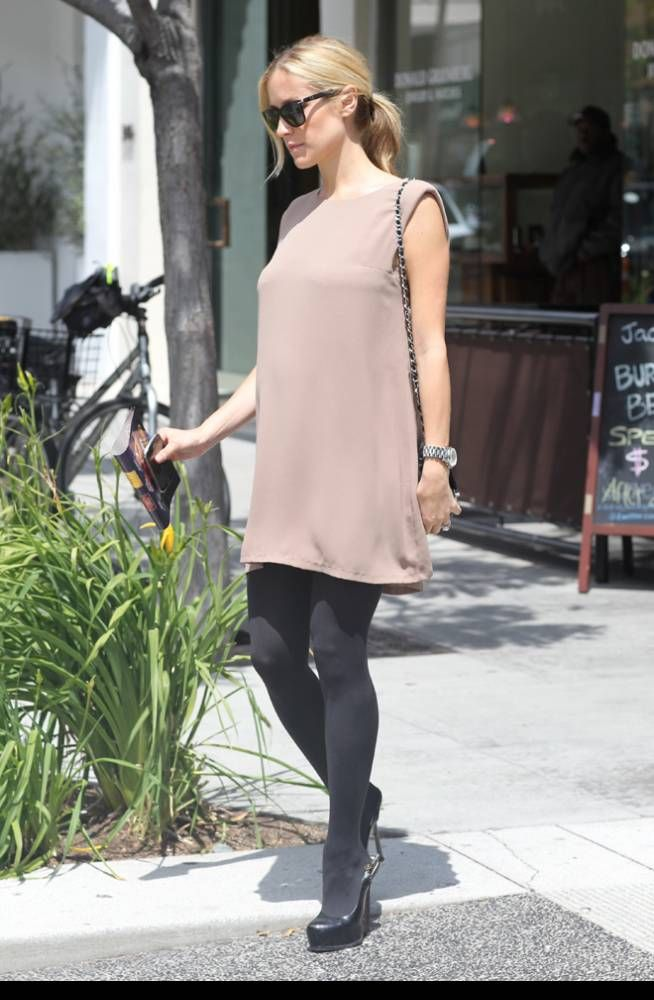 Embarazada Kristin Cavallari Para ocasiones más arregladas haz como Cavallari y viste vestidos holgados pero 100% sofisticados.