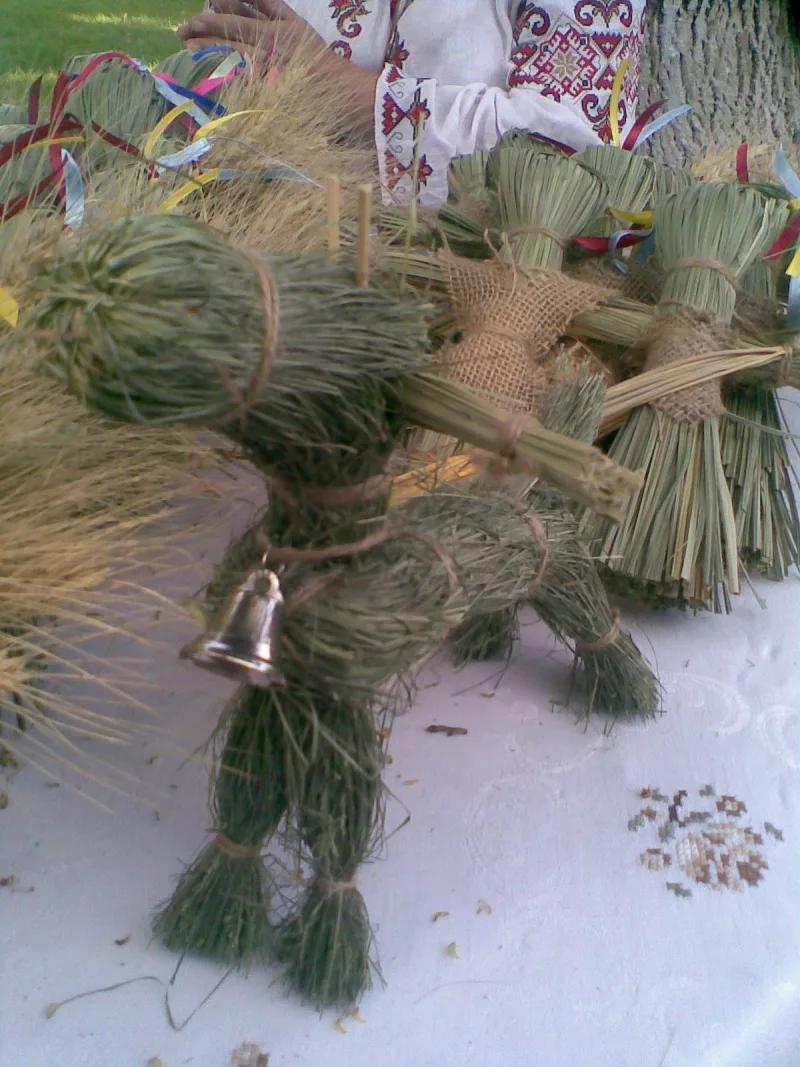 Фото из травы чучело черта