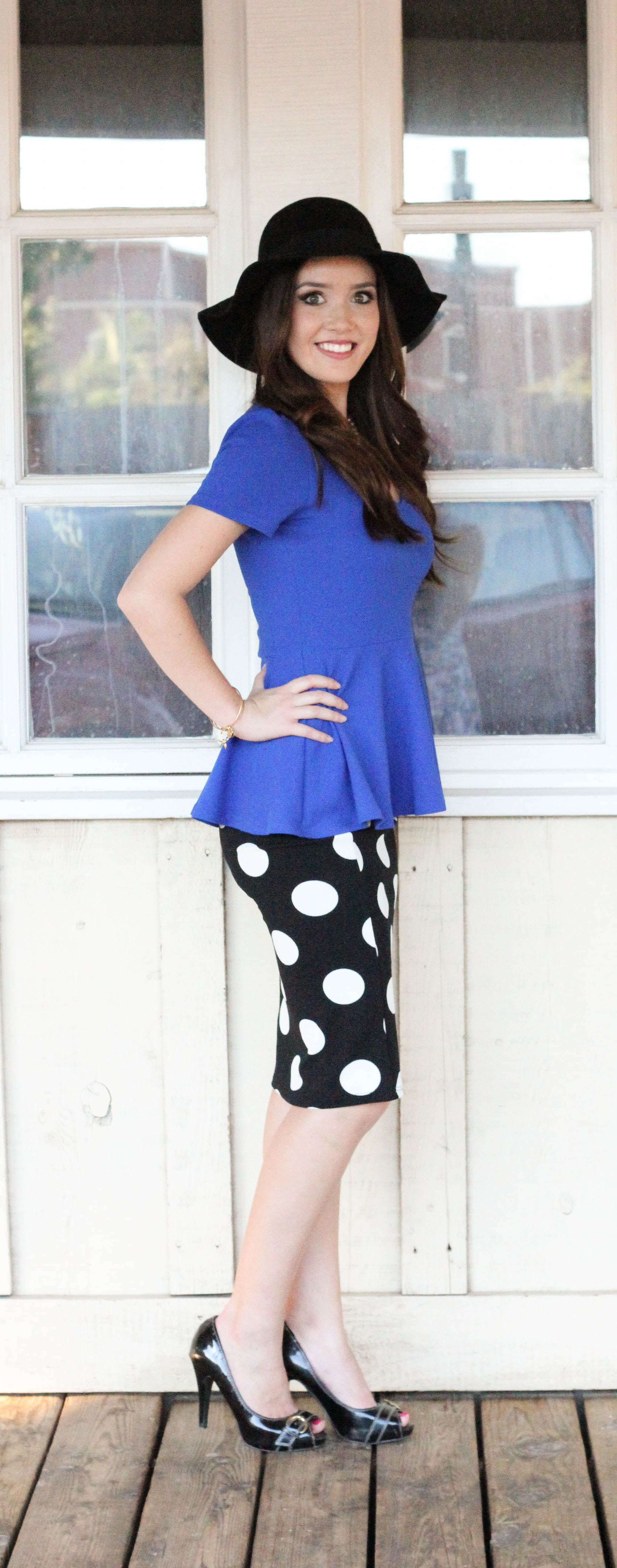 Who can resist a playful big polka dots print? This polka dot pencil skirt is feminine and figure flattering for any body type.Tuck in a bright tee for a fun casual look or dress it up with a darling top for a glam look! Any way you wear it, you will be on-trend cause polka dots very go outta style! Polka Dots/ Polka Dot Skirt/ Pencil Skirt/ Polka Dot Pencil Skirt/ Midi Skirt/ Polka Dot Midi Skirt. #willowblaireboutique