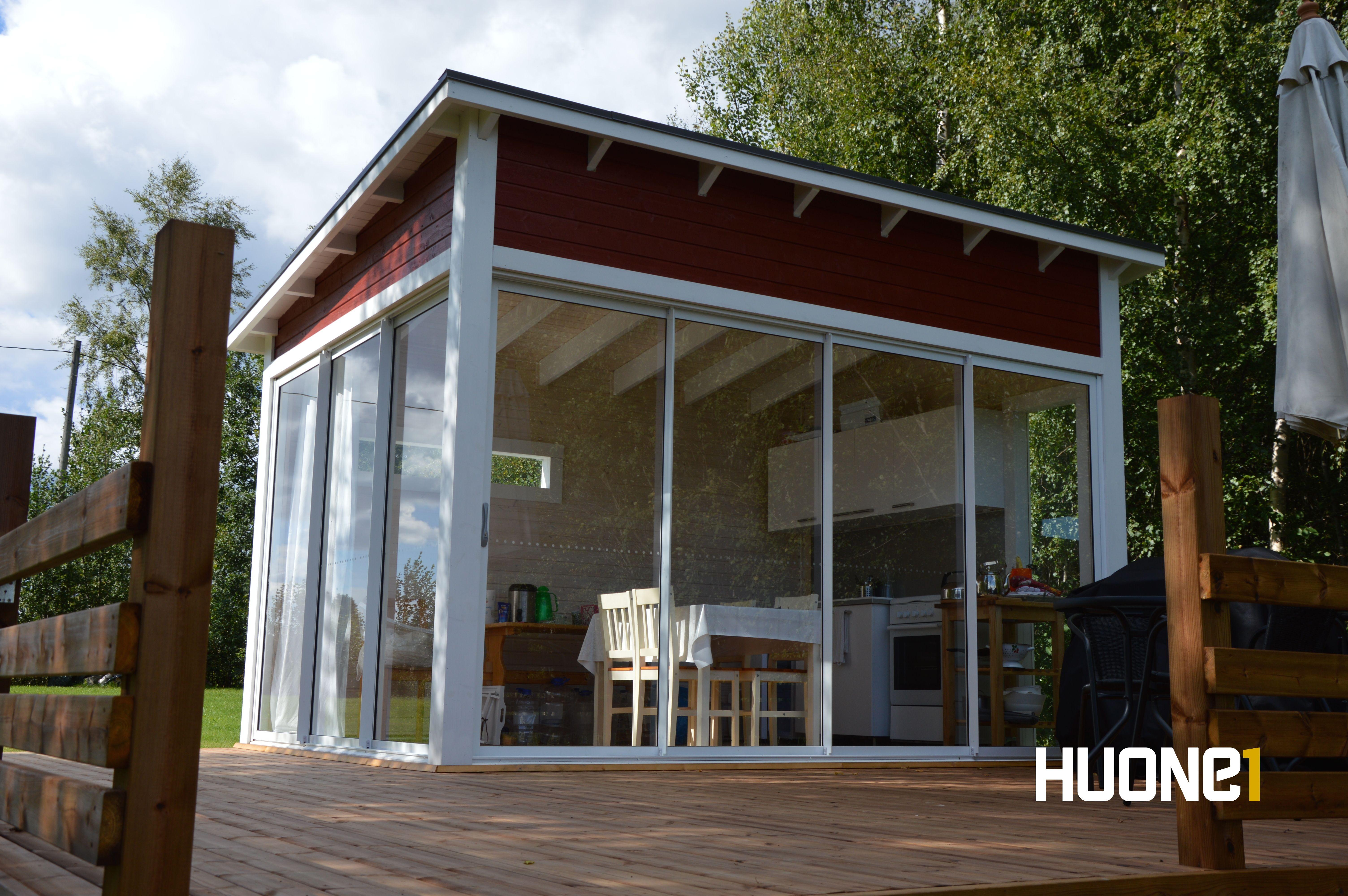 Moderni lasitettu Mökkikeittiö www.huone1.fi