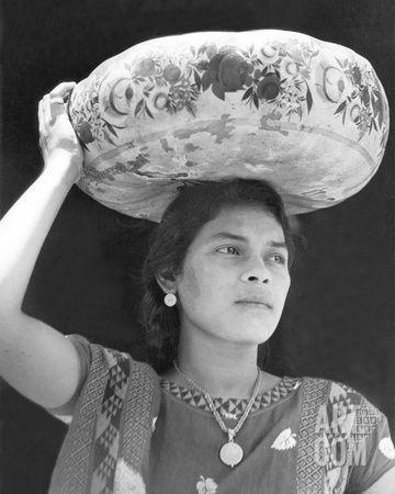 Woman In Tehuantepec Mexico 1929 Photographic Print By Tina Modotti At Art Com Tina Modotti White Photography Edward Weston
