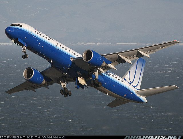 Great angle | http://www.airliners.net/photo/United-Airlines/Boeing-757-222/1139688/