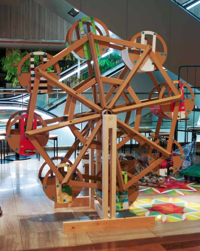 Another view on how to Makedo: Master Maker Tanaka Satoshi's incredible, working Ferris Wheel!