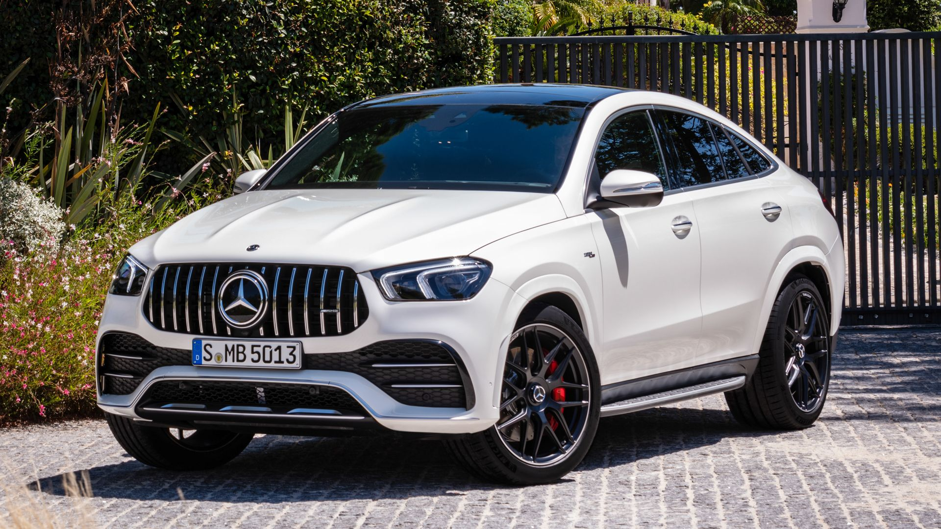 Photo Comparison Bmw X6 M50i Vs Mercedes Amg Gle 53 Coupe