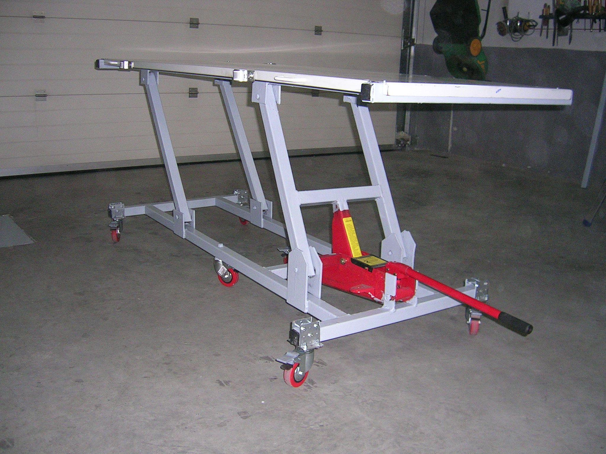 Elevador Vista Extremo Del Gato Hidráulico Rampa Para Motos Taller De Motos Garaje Para Motos