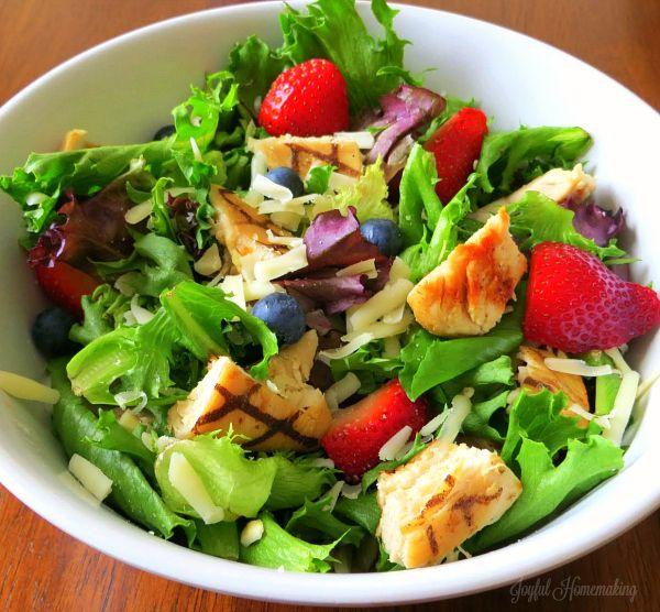 Wendy's Copycat Berry Almond Chicken Salad Recipe