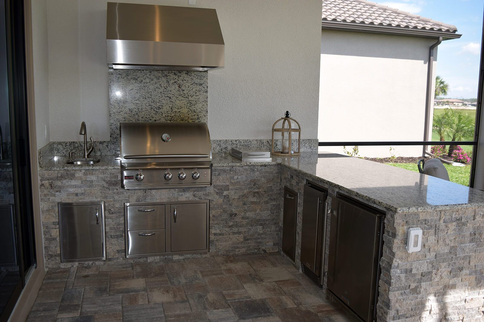Granite And Stone Outdoor Kitchen Elegant Outdoor Kitchens Outdoor Kitchen Outdoor Refrigerator Stacked Stone