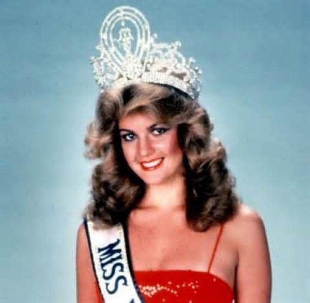 Irene Saez Nació En Caracas En 1961 Descendiente De Españoles Canarios Y Peninsulares Así Como De Franceses Cursaba La C Beauty Beauty Pageant Beauty Queens